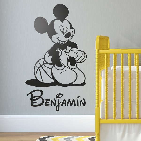 Stickers pour enfants: Mickey Mouse assis au basket