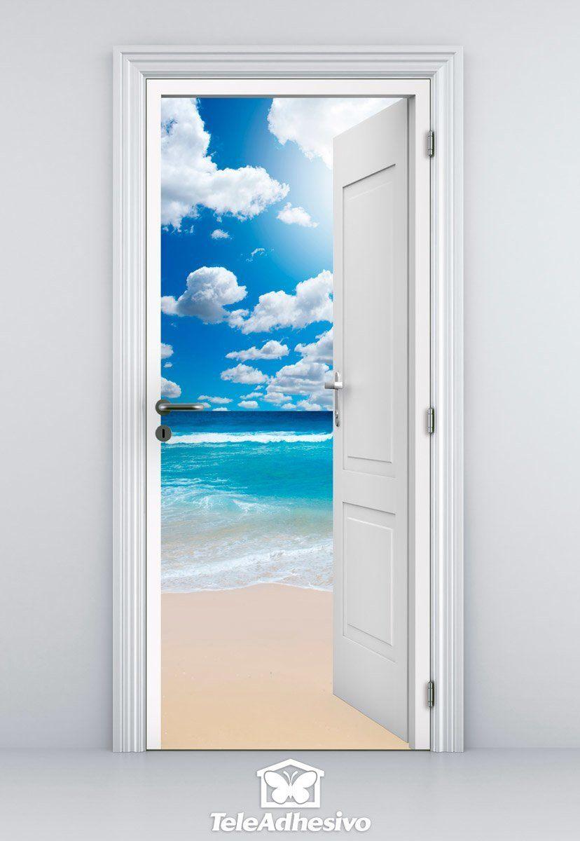 Porte Ouverte Et Le Ciel Avec Des Nuages